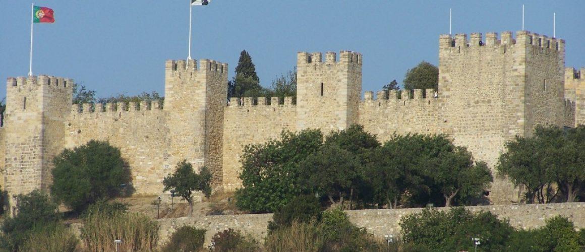 Castelo de Sao Jorge by Jane Ayres